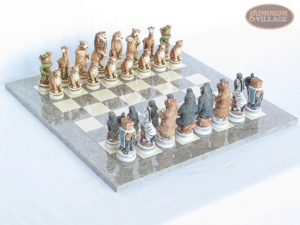 Jungle Life Chessmen with Spanish Lacquered Chess Board [Grey]