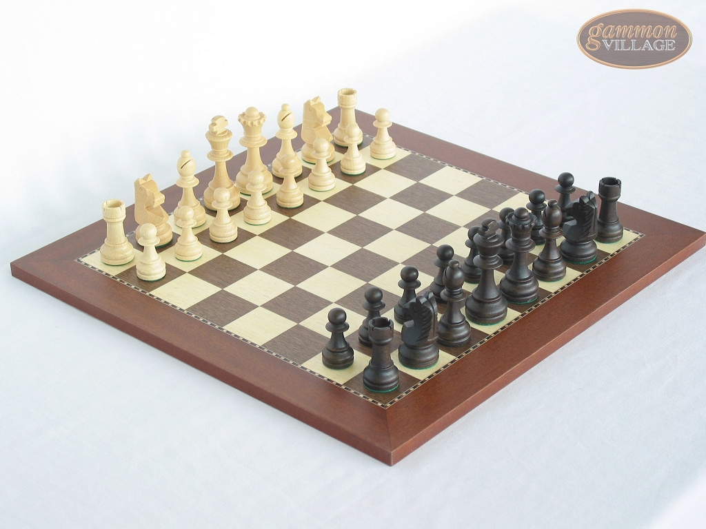 Executive Staunton Chessmen with Spanish Traditional Chess Board [Small]